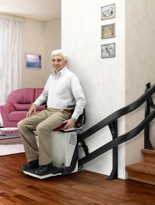 Installer un monte escalier à domicile : les subventions possibles
